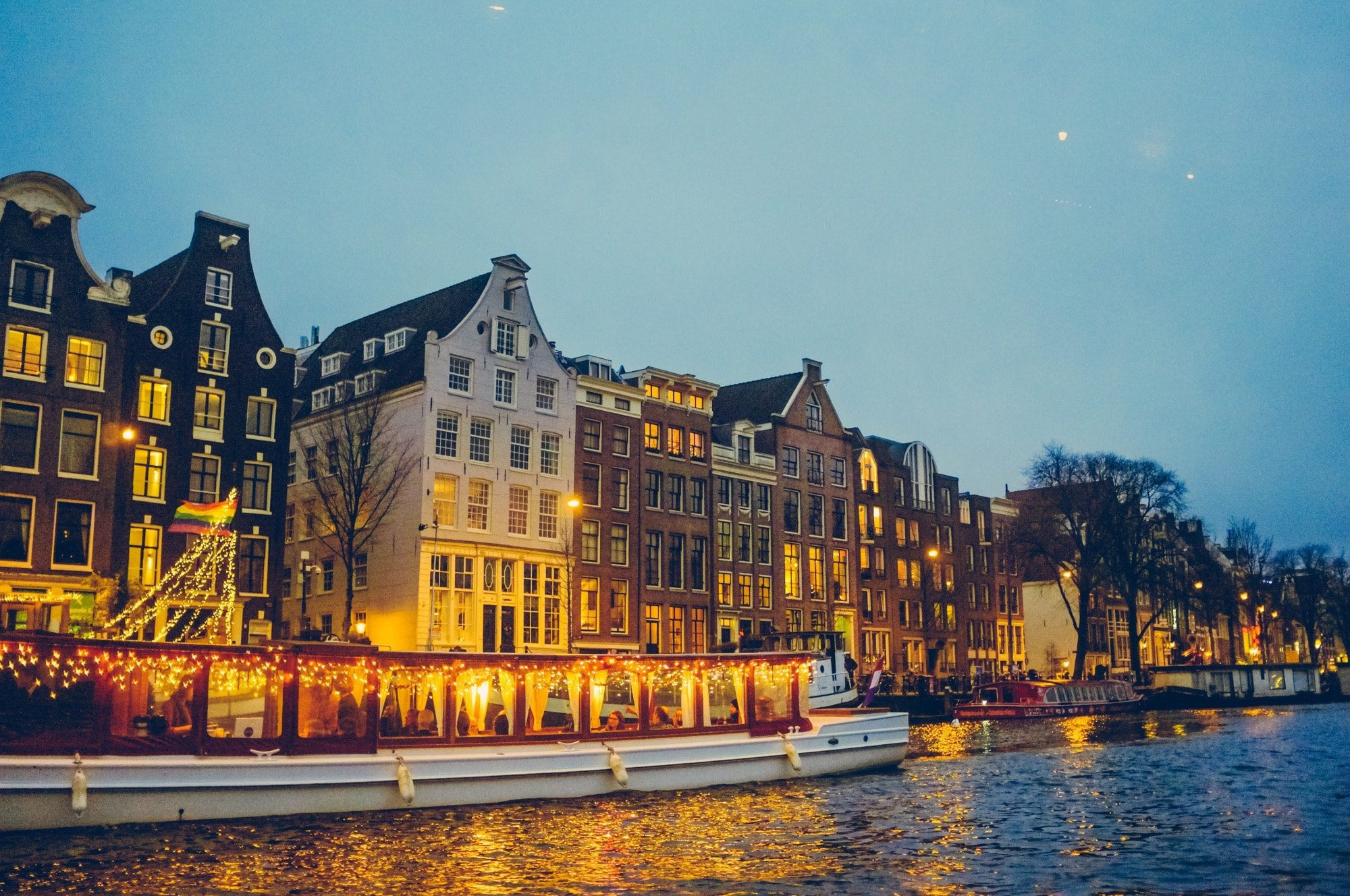 amsterdam-canal-tour-nighttime-min